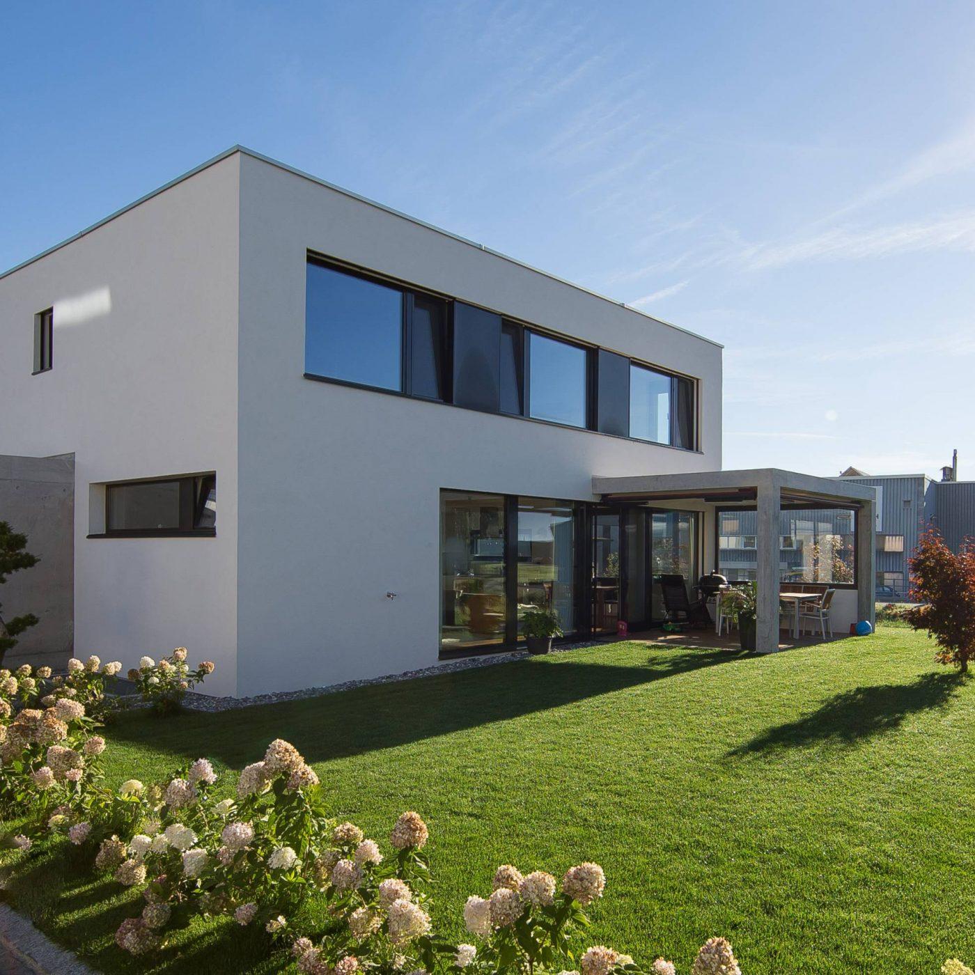 Berneck Neudorfstrasse EFH Fassade Garten